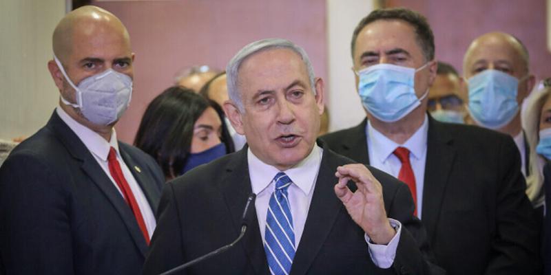 Премьер-министр Израиля Биньямин Нетаньяху предстает перед судом по обвинению в коррупции