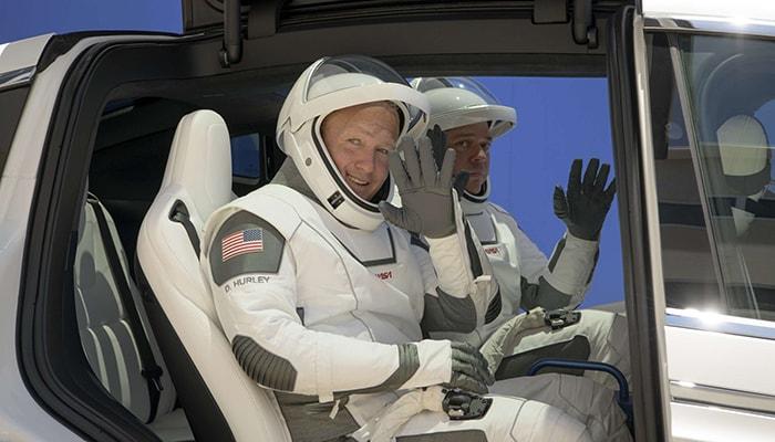 Сегодня компания Илона Маска SpaceX готовит первый запуск астронавтов в космос частной компанией