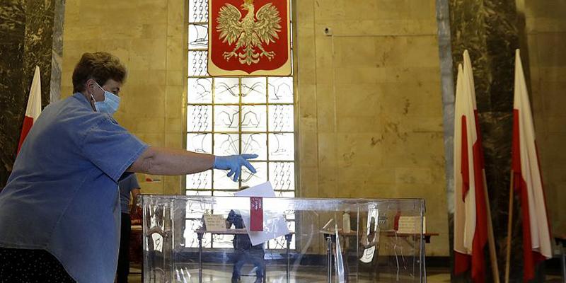 В Польше прошли президентские выборы, действующий президент проходит во второй тур