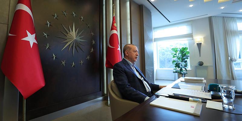 Турецкий президент Реджеп Тайип Эрдоган обещает обуздать социальные сети в своей стране