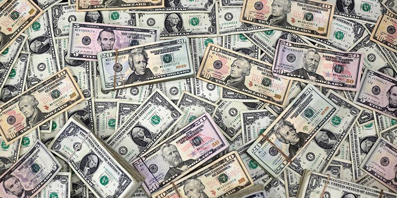 Доллар и нефть растут из-за новых опасений по поводу коронавируса