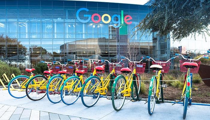 Как устроиться на работу в Google в Европе, рассказывает бывший глава компании по подбору персонала и другие эксперты