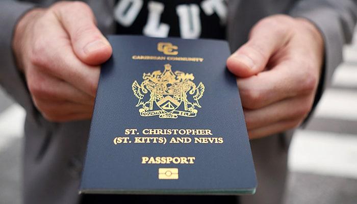 Страны Карибского бассейна продают гражданство за 100 000 долларов - вот как богатые люди используют это, чтобы избежать ограничений на поездки во время пандемии