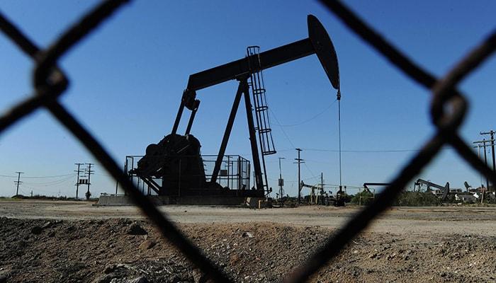 Нефть снизилась больше всего за месяц из-за мрачных экономических сигналов