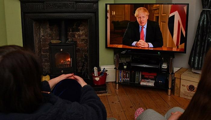 Борис Джонсон может запретить поездки внутри Великобритании и попросить миллионы людей остаться дома, также изолировав всех отдыхающих