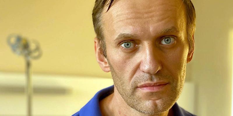 Алексей Навальный может вернуться в Россию после выписки из больницы, сказали в Кремле