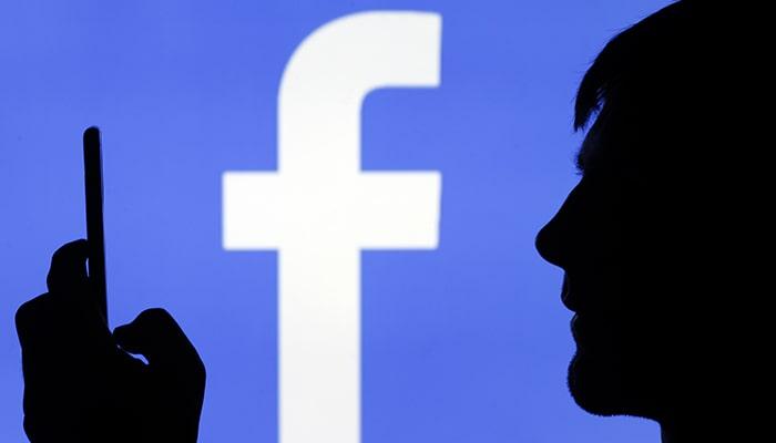 Бывший директор Facebook по монетизации говорит, что компания намеренно делала свой продукт таким же вызывающим зависимость, как сигареты