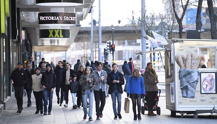 Швеция, которая с начала пандемии не применяла никаких ограничений, отказывается от своей стратегии на фоне роста числа случаев заболевания