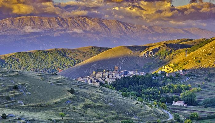 Итальянская деревня в Тоскане стремится привлечь к себе новых людей и готова платить до 44 000 евро за переезд