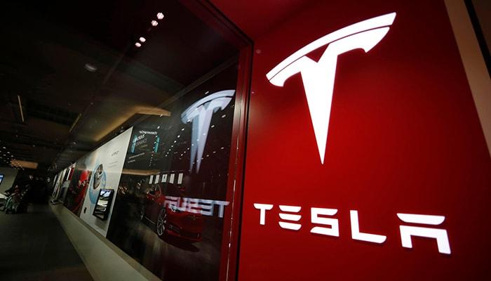 Бывший рабочий Tesla заплатит 400 000 долларов за то, что поделился секретами компании с прессой