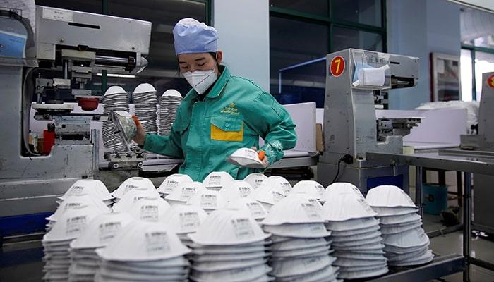 Китай изготовил примерно 40 защитных масок для каждого человека во всем мире
