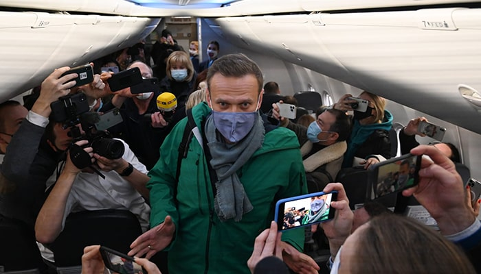 После ареста Алексея Навального в России, начинают поступать призывы заморозить активы приятелей-миллиардеров российского президента