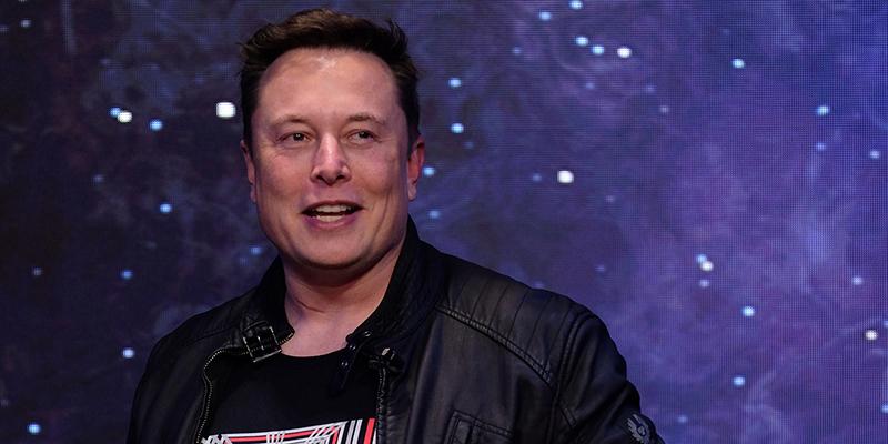 Tesla нанимает людей для обработки жалоб, которые люди пишут на странице Илона Маска в Twitter