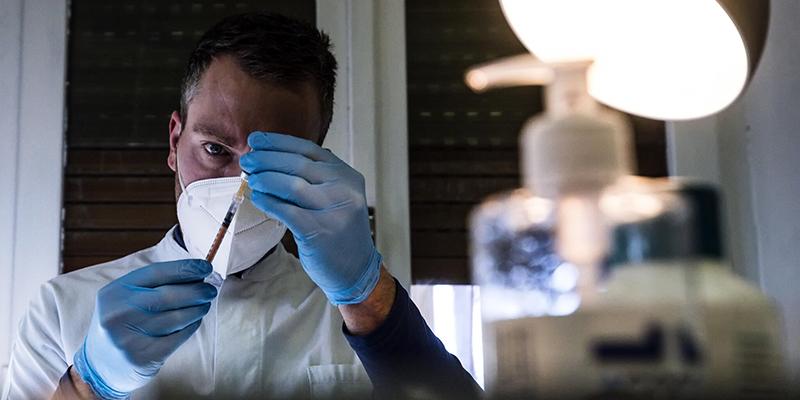 Италия заявляет, что подаст в суд на Pfizer из-за задержек с поставкой вакцины