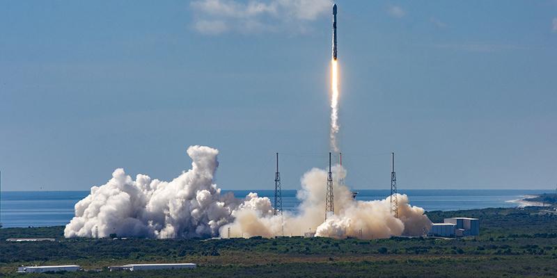 SpaceX запустила своей рекордный по счету космический корабль