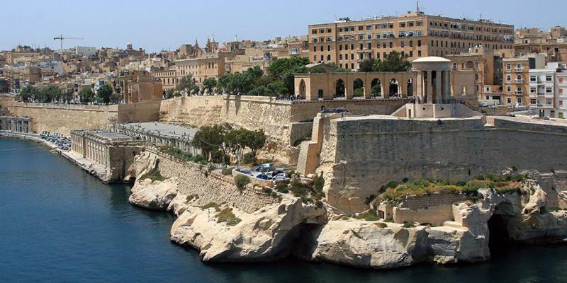 Мальта собирается платить иностранным туристам, чтобы те посетили их остров этим летом