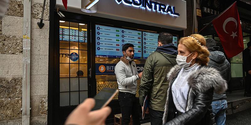 Турция запретила использование криптовалют, это сразу же отразилось на стоимости Bitcoin