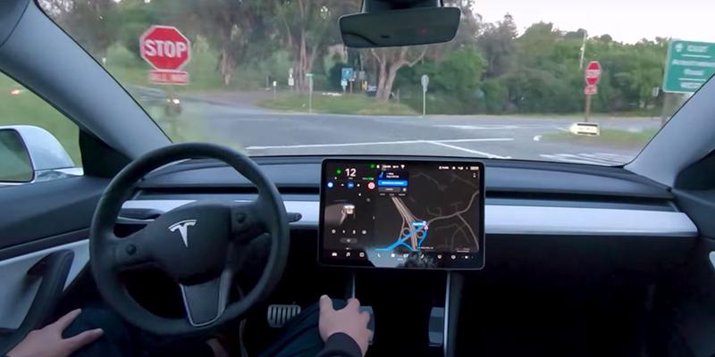 Tesla в частном порядке признает, что Илон Маск пока преувеличивает насчет «полного беспилотного вождения» для автомобиля компании