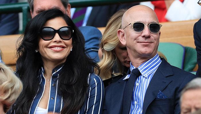 Джефф Безос продал акции Amazon на 5 миллиардов долларов за 4 дня, прежде чем уйти с поста генерального директора