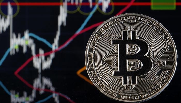 Хаос на рынке криптовалют: данные показывают, что Bitcoin готовится к «короткому сжатию»