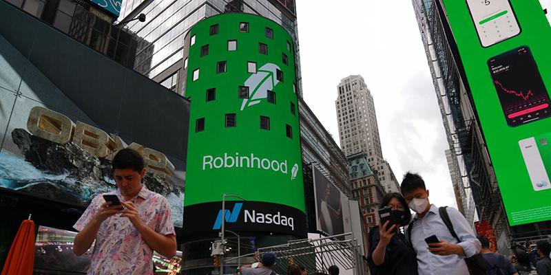 У Robinhood, популярного приложения по торговле на бирже, вышел худший IPO в истории среди компаний его размера