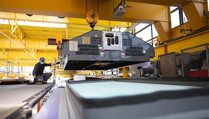 Европейские заводы рекордными темпами нанимают рабочих для выполнения заказов