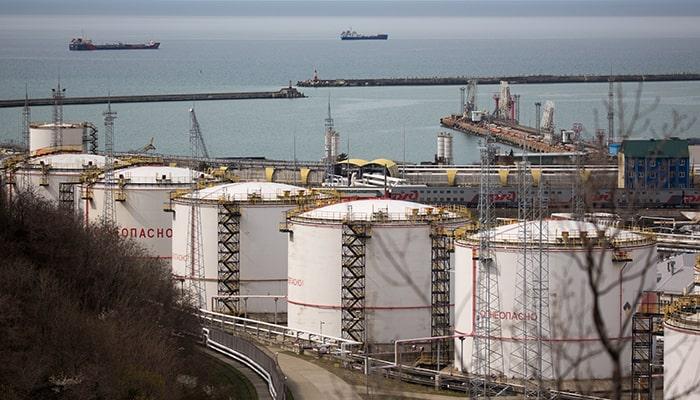 ОПЕК + сохраняет контроль над рынком нефти на фоне новой встречи министров. Стоимость остается на уровне 80 долларов